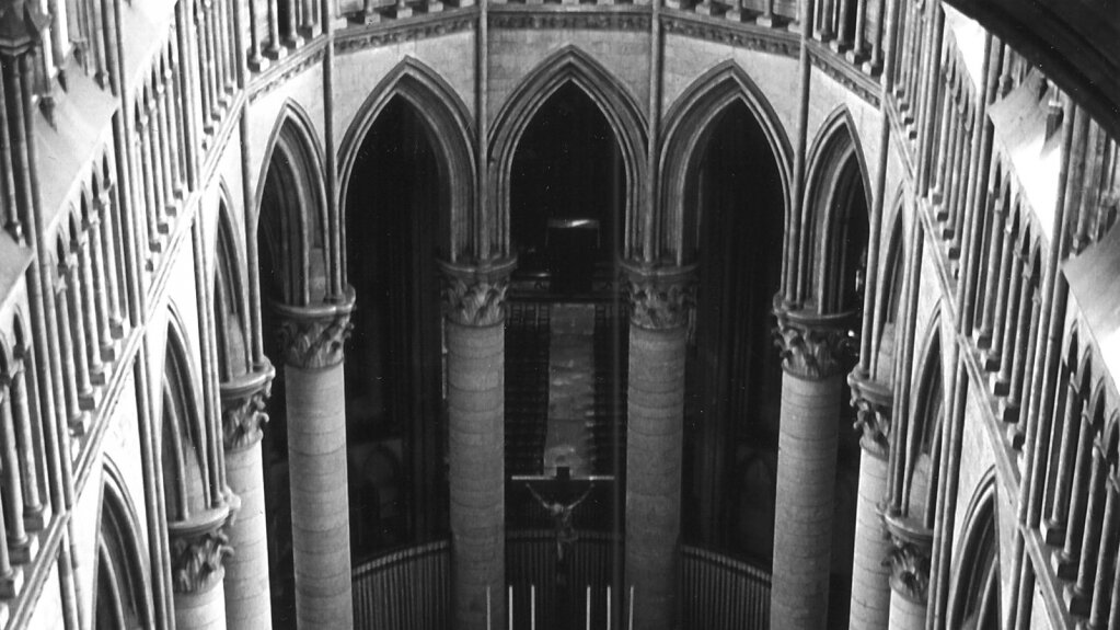 "Rekonstruktion der gotischen Balustraden an ""Mariä Himmelfahrt"", Rouen"